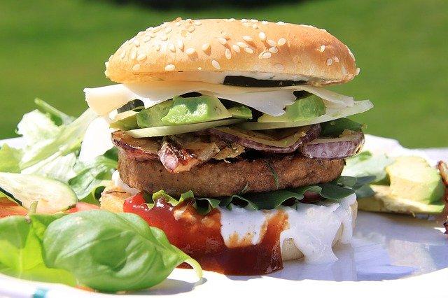obložený hamburger