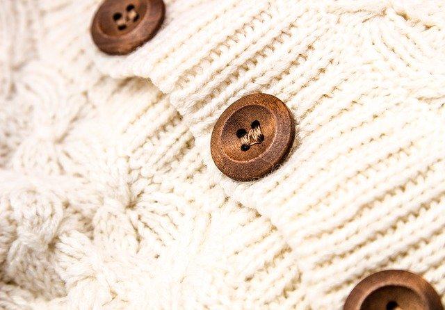 knoflíky na svetru