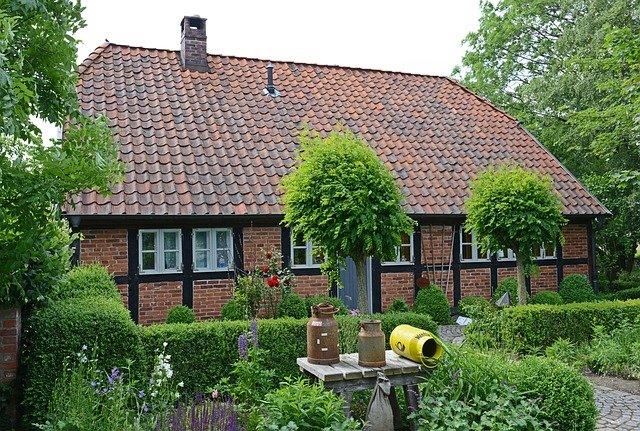 domke, zelená zahrádka, stromky