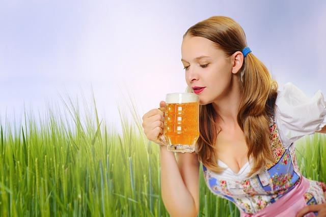 dívka s pivem