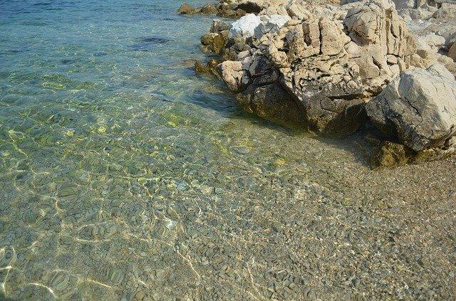 kámen na pobřeží.jpg