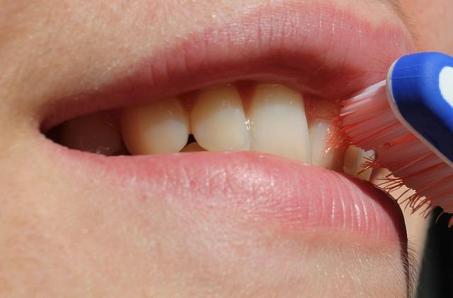 kartáček na zubech