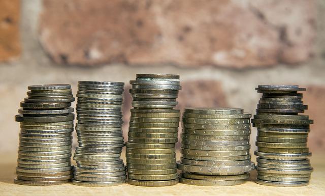 5 sloupečků stříbrných mincí